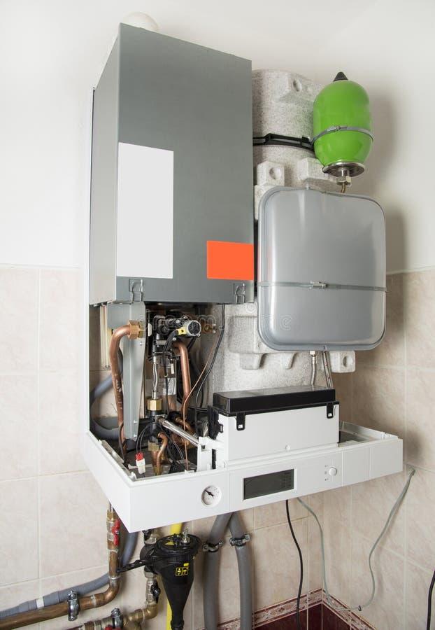 加热和面汤的新的气体condens锅炉 库存照片