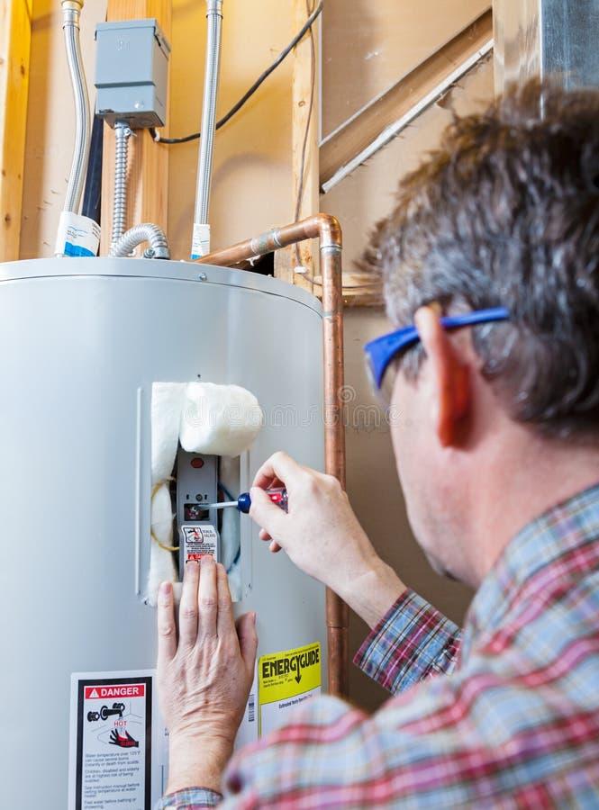 水加热器维护 免版税图库摄影