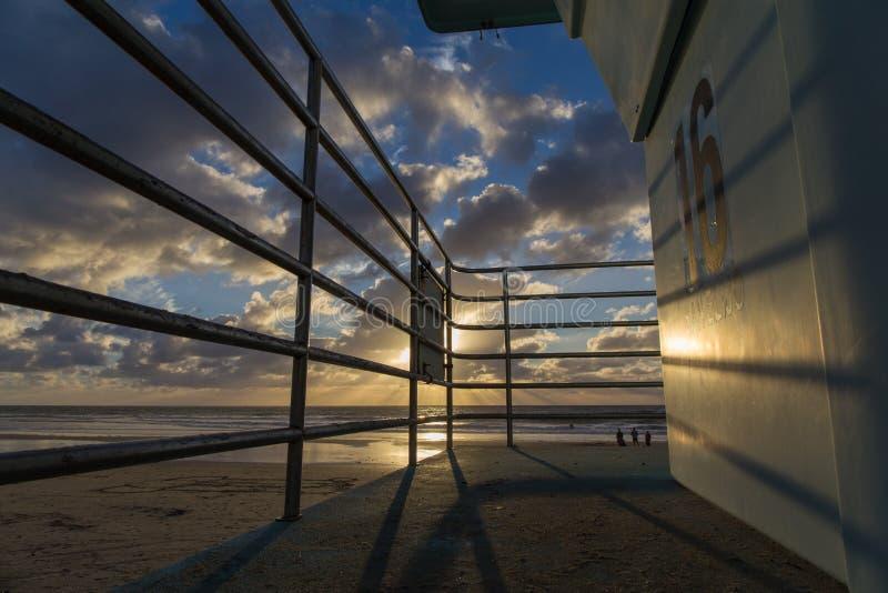 加的夫在日落的国家海滩 库存图片