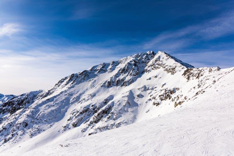 加盖的山雪 免版税库存图片