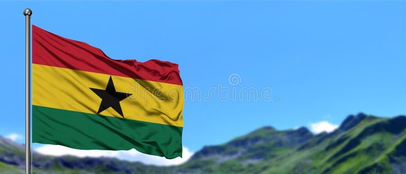 加纳沙文主义情绪在与绿色领域的天空蔚蓝在山峰背景 o 库存图片