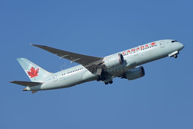 加航波音787 Dreamliner喷气机 免版税库存照片