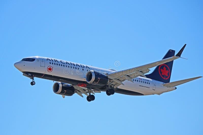 加航波音737 MAX 8 C-FSDB 库存照片
