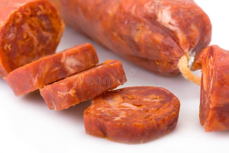 加调料的口利左香肠古西班牙人查出的白色 图库摄影