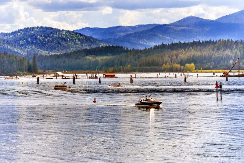 加速游艇Reflection湖Coeur d ` Alene爱达荷 库存图片