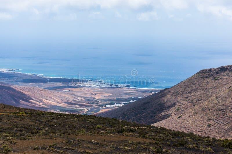 Download 加那利群岛lanzarote 库存图片. 图片 包括有 假期, 展望期, 沙子, 火山口, 金丝雀, 风景 - 62532041