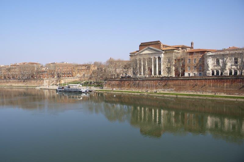 加龙河的银行。 库存图片