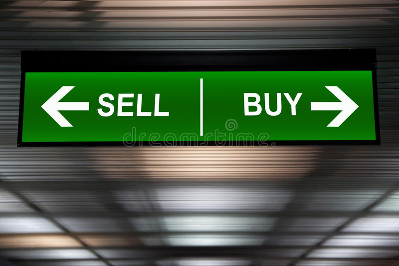 财务的概念 卖并且买箭头标志,被表明的股市 图库摄影