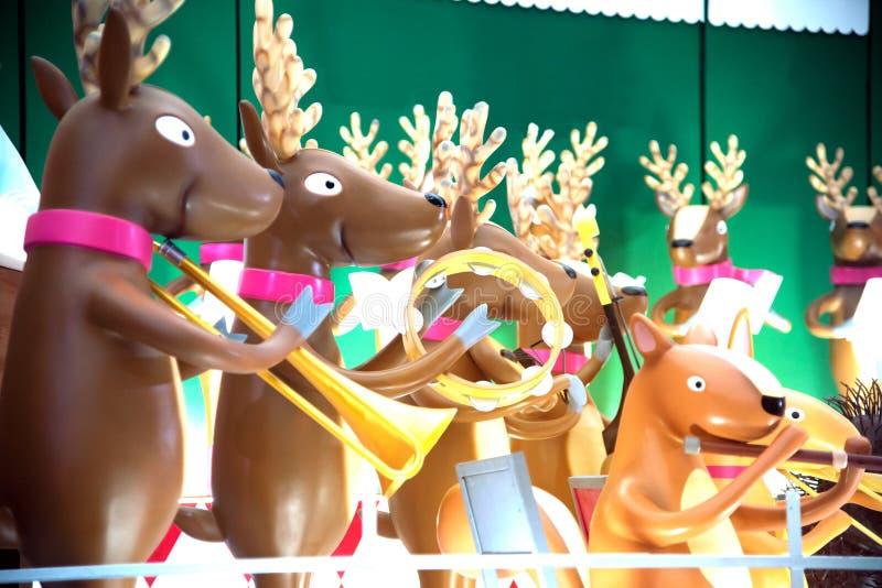 动物雕象和光装饰美丽在圣诞节庆祝 免版税图库摄影