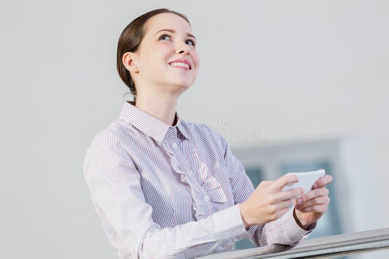 Download 移动电话妇女 库存照片. 图片 包括有 快乐, 网络, 微笑, 沟通, 成人, 偶然, 社会, 生活方式 - 59106036