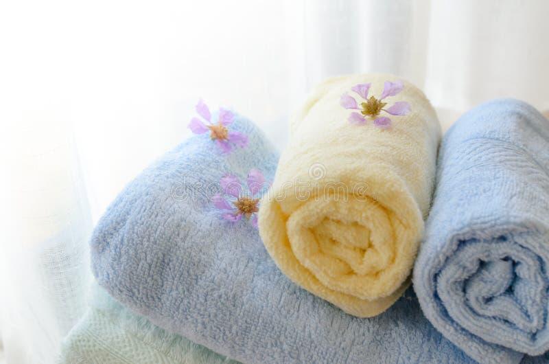 Download 滚动的毛巾选择聚焦在家 库存照片. 图片 包括有 家事, 材料, 新鲜, 对象, 家庭, 房子, 内部, 毛巾 - 72360490