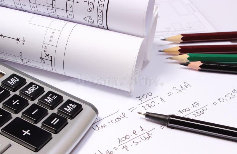 滚动的电子图、计算器和数学演算 免版税库存图片