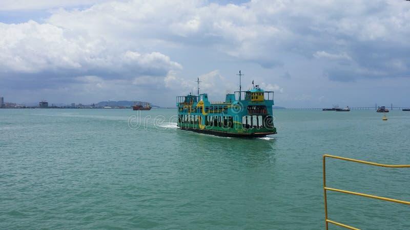 移动的轮渡在槟榔岛,马来西亚 免版税图库摄影