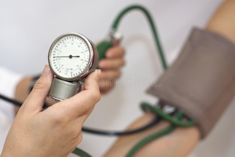 动脉血压采取 免版税库存图片