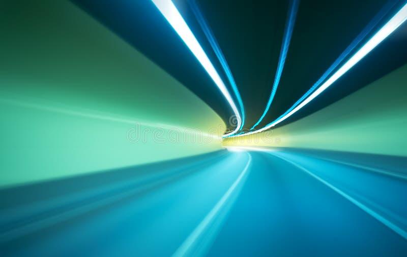移动隧道的汽车 库存照片