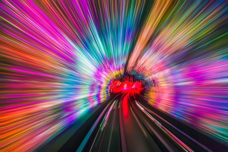 移动隧道-抽象看法的火车 库存照片