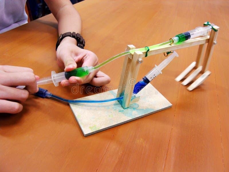 动水学物理实验 库存图片