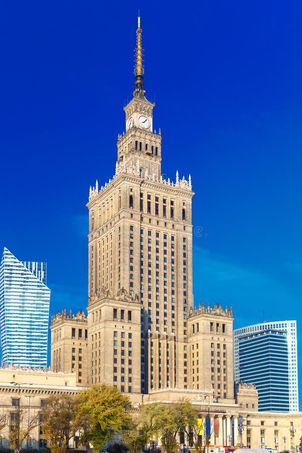 劳动人民文化宫和科学在街市华沙的市,波兰 免版税库存照片