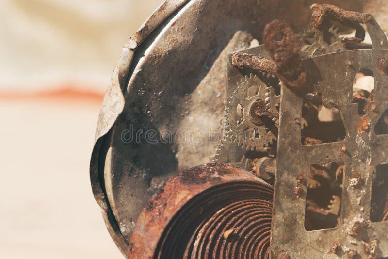 劳动节概念 在老马达的长寿齿轮,特写镜头 图库摄影
