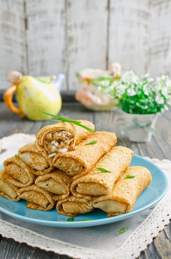 劳斯薄煎饼充塞用肉和米 免版税库存照片