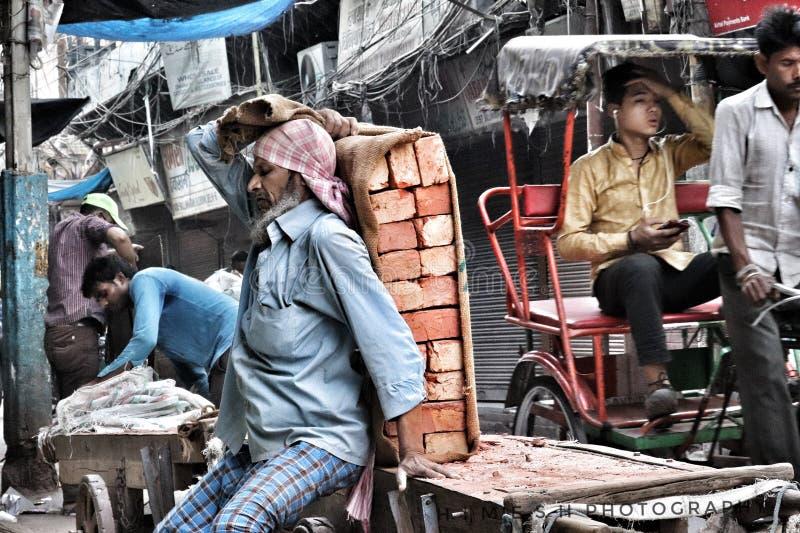 劳方做着劳动 免版税库存图片