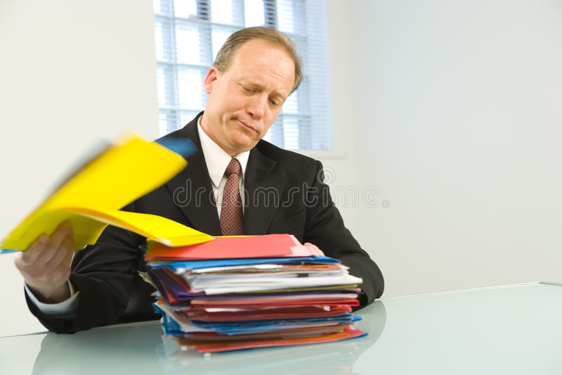 劳累过度的生意人 免版税库存照片