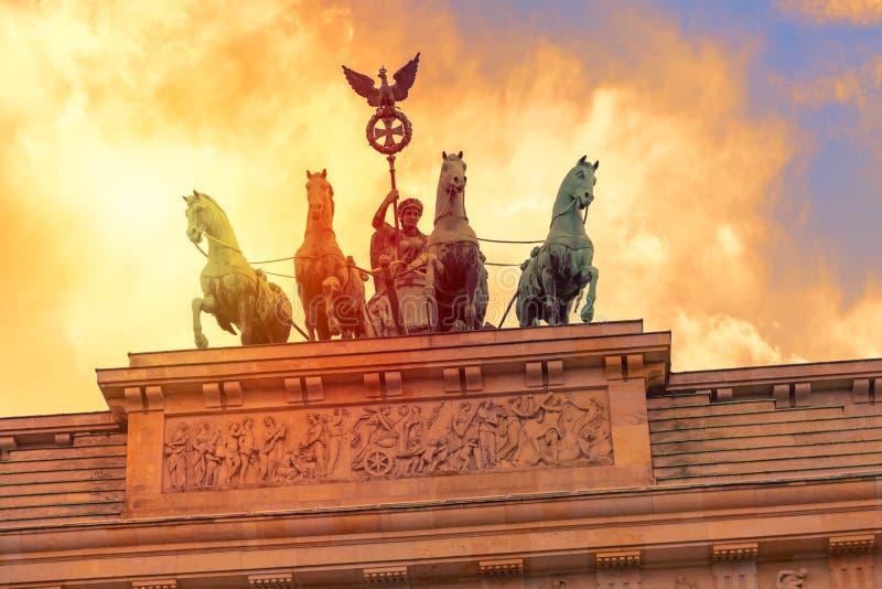 勃兰登堡门Brandenburger在日落的突岩细节在柏林,德国 免版税图库摄影