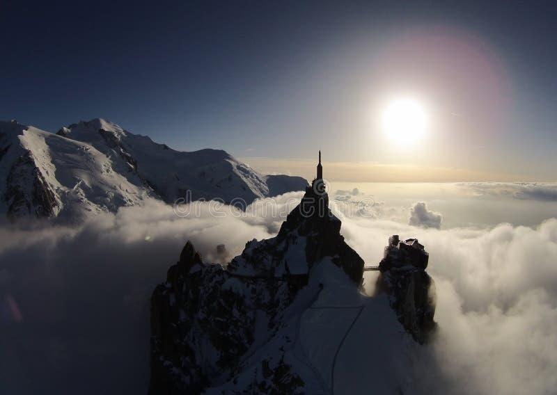 勃朗峰和南针峰日落的在夏慕尼,法国 图库摄影