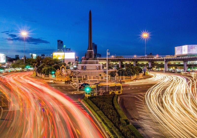 勇敢平民创建了崇拜的中断的争议法国纪念碑警察战士泰国对胜利 免版税库存图片