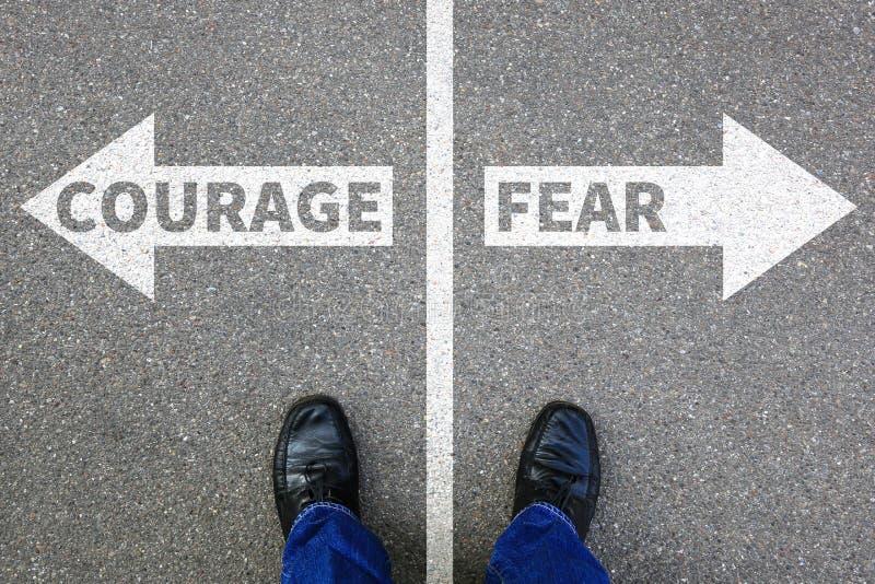 勇气和恐惧风险安全未来力量强的事务精读 免版税图库摄影
