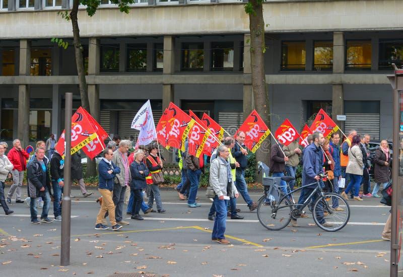 勒芒,法国-双十国庆, 2017年:人们展示在罢工期间反对新的法律 图库摄影