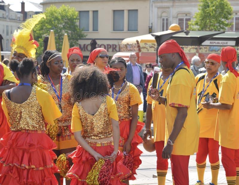 勒芒,法国- 2017年4月22日:节日Evropa爵士乐加勒比音乐家和舞蹈家在城市 免版税库存照片