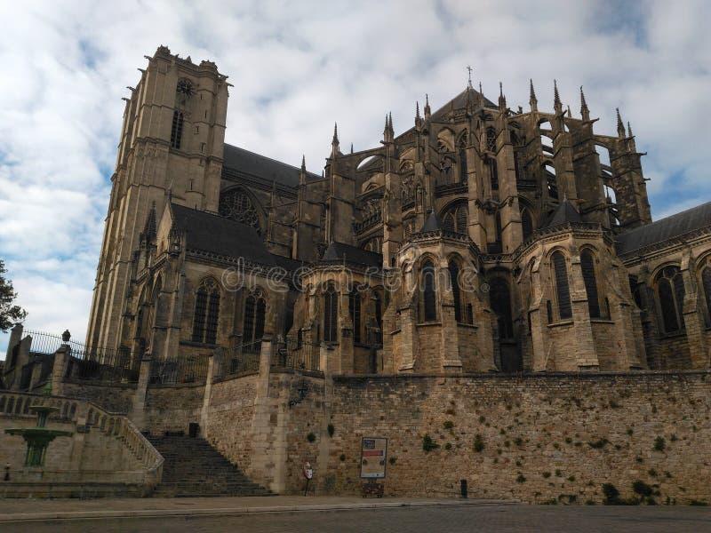 勒芒15世纪哥特式教会  免版税库存照片