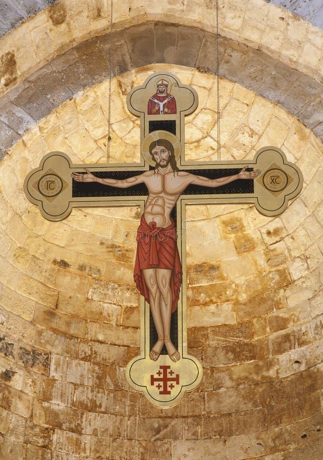 巴勒莫-从古代罗马教会圣Cataldo主要教堂中殿的十字架  免版税库存图片