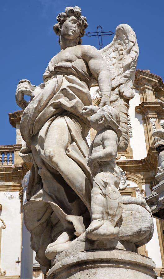 巴勒莫-从圣母玛丽亚的巴洛克式的专栏的天使雕象 免版税库存照片