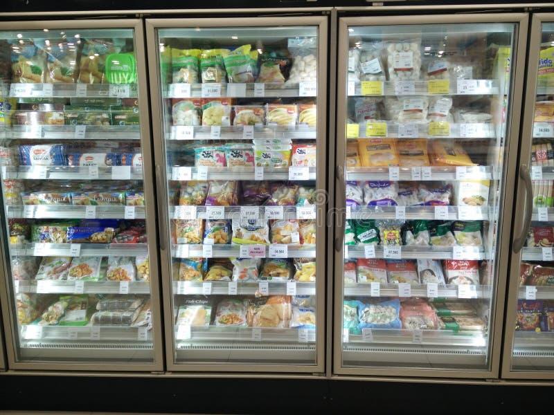 勿加泗,西部Java印度尼西亚2019年4月13日:在超级市场的冷冻食品 免版税库存图片