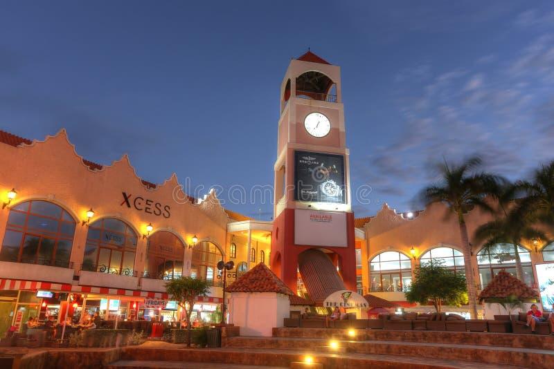 包含旅馆和餐馆的棕榈滩在阿鲁巴 免版税库存图片