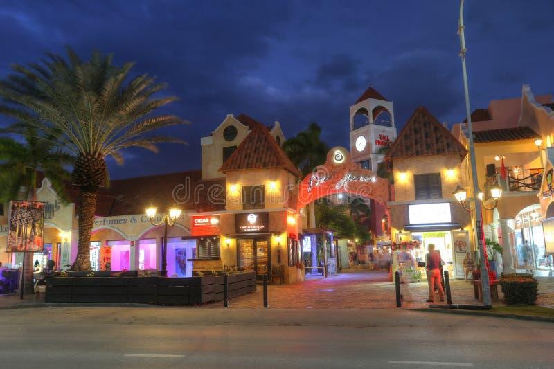 包含旅馆和餐馆的棕榈滩在阿鲁巴 图库摄影
