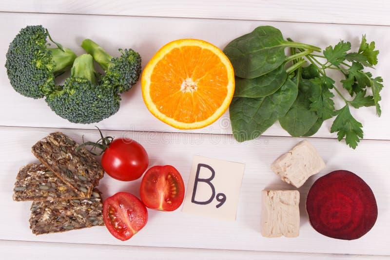 包含维生素B9和饮食纤维,健康营养概念的滋补产品 免版税图库摄影