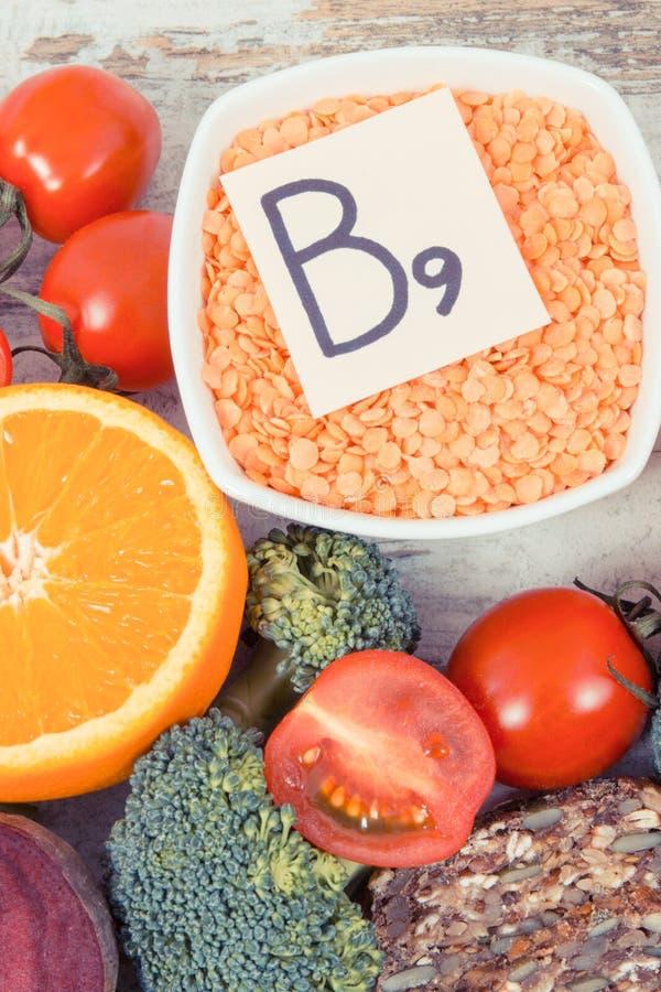 包含维生素B9和饮食纤维,健康营养概念的滋补产品 免版税库存图片