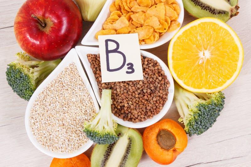 包含维生素B3的滋补产品,纤维和自然矿物、健康生活方式和营养概念 免版税库存照片