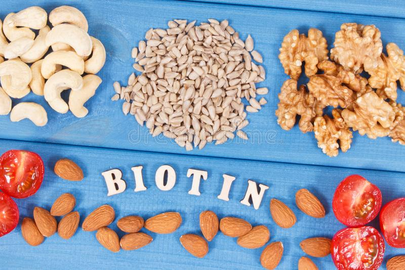 包含维生素B7,自然矿物和纤维,健康营养的滋补不同的成份 库存照片
