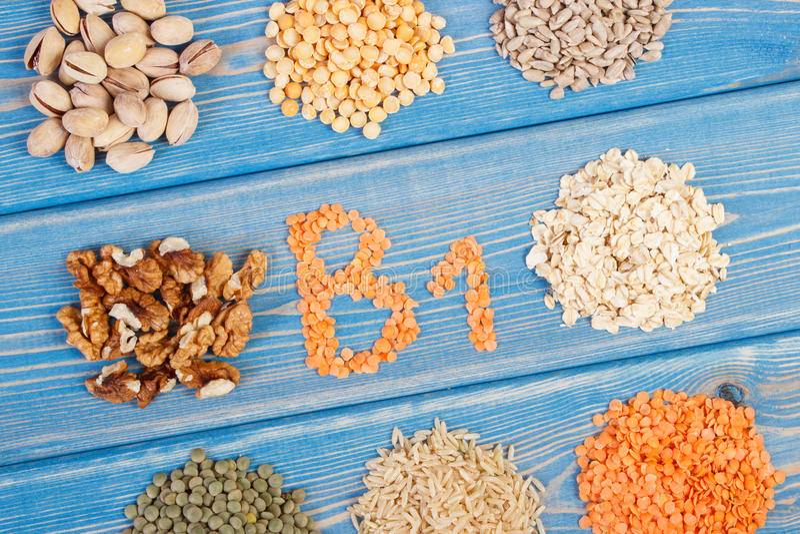 包含维生素B1和饮食纤维,健康营养的产品和成份 免版税图库摄影