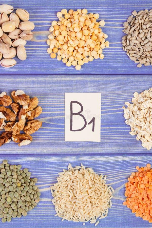 包含维生素B1和饮食纤维,健康营养的产品和成份 库存照片