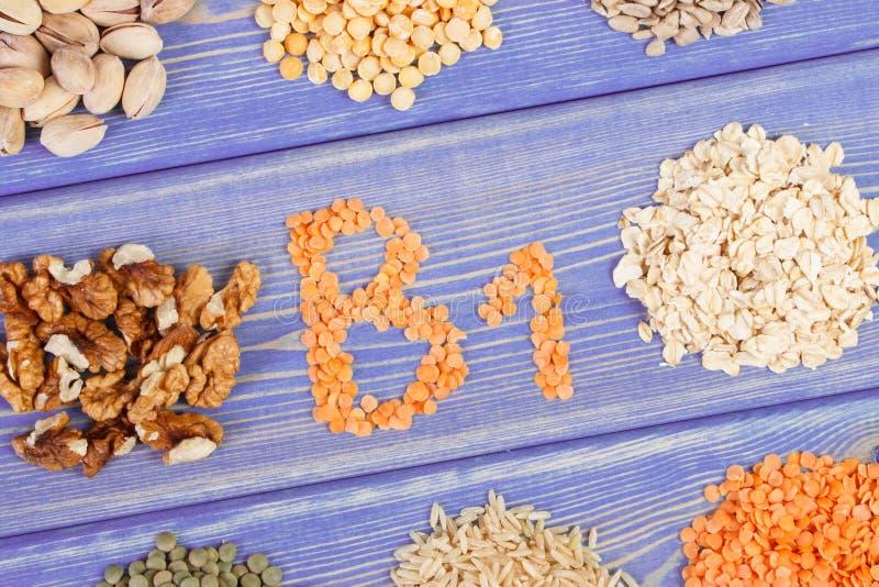 包含维生素B1和饮食纤维,健康营养的产品和成份 免版税库存照片