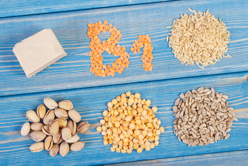 包含维生素B1和饮食纤维,健康营养的产品和成份 库存图片