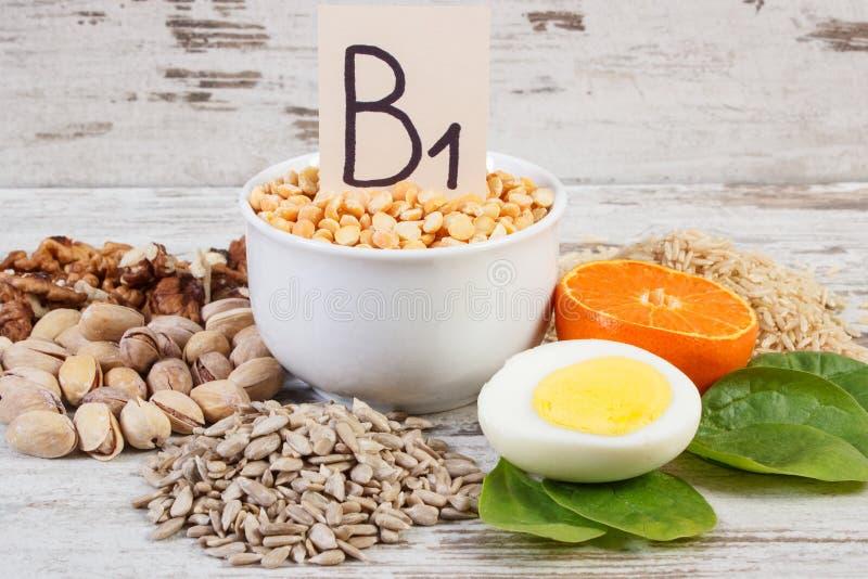 包含维生素B1和饮食纤维,健康营养的产品和成份 免版税库存图片