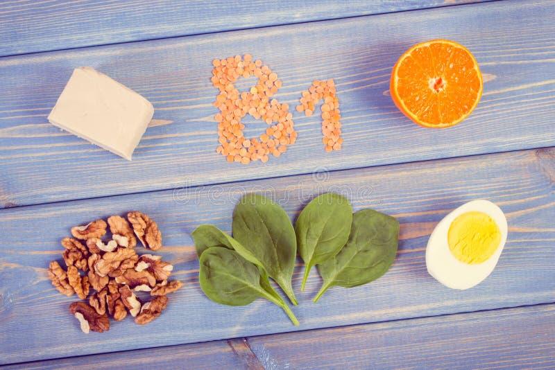 包含维生素B1和饮食纤维,健康营养的葡萄酒照片、产品和成份 免版税库存照片