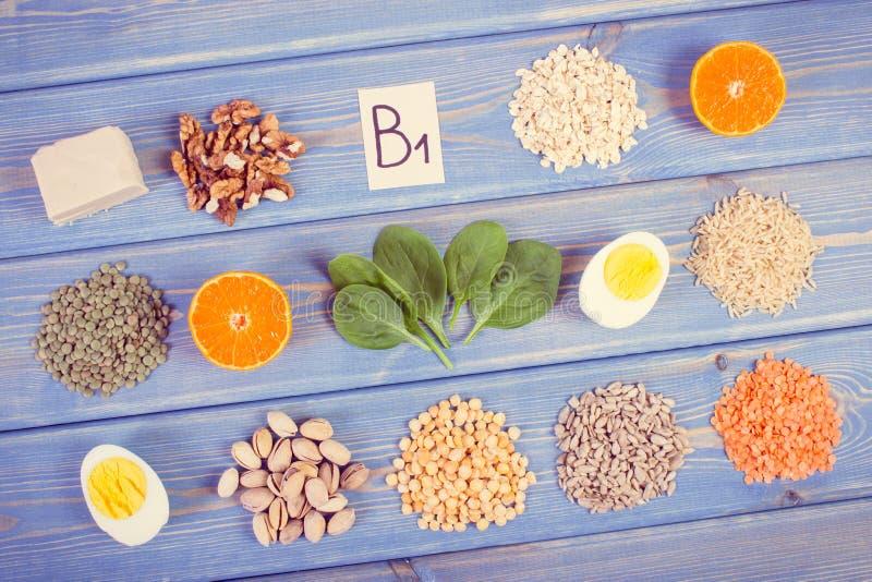 包含维生素B1和饮食纤维,健康营养的葡萄酒照片、产品和成份 库存图片