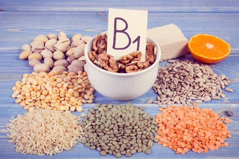 包含维生素B1和饮食纤维,健康营养的葡萄酒照片、产品和成份 库存照片